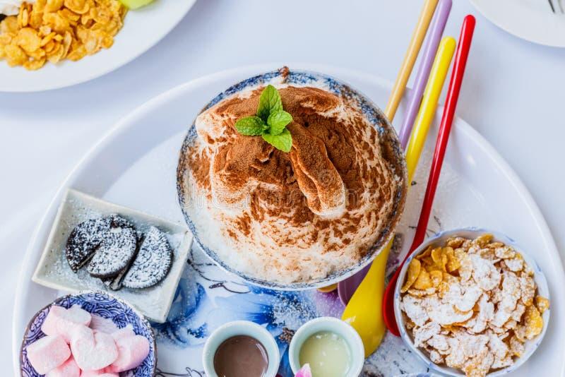 Het dessert van het Bingsuijs met kantaloep stock foto's