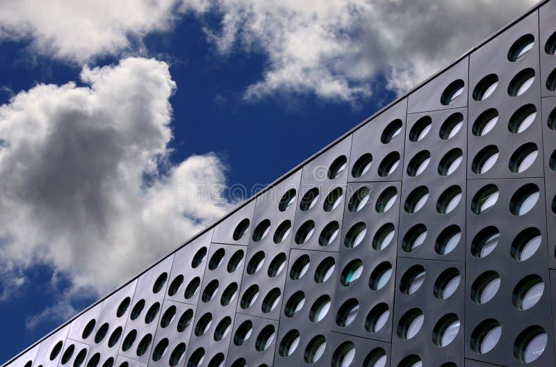 Het detail en de hemel van de architectuur stock afbeelding