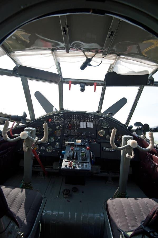 Het detail onderzoekt cockpit van historisch vliegtuig royalty-vrije stock foto's