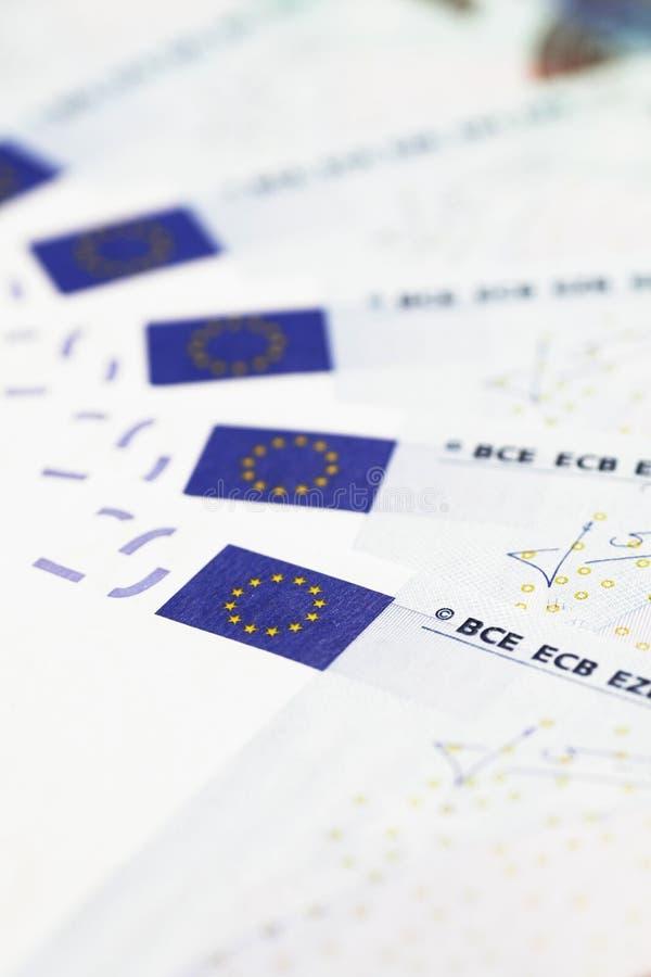 Het Detail van het geld - de Vlaggen van de EU op 20 Euro Nota's stock afbeeldingen