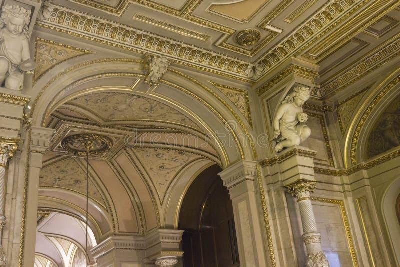 Het detail van het luxebinnenland van Weens Operahuis royalty-vrije stock afbeeldingen