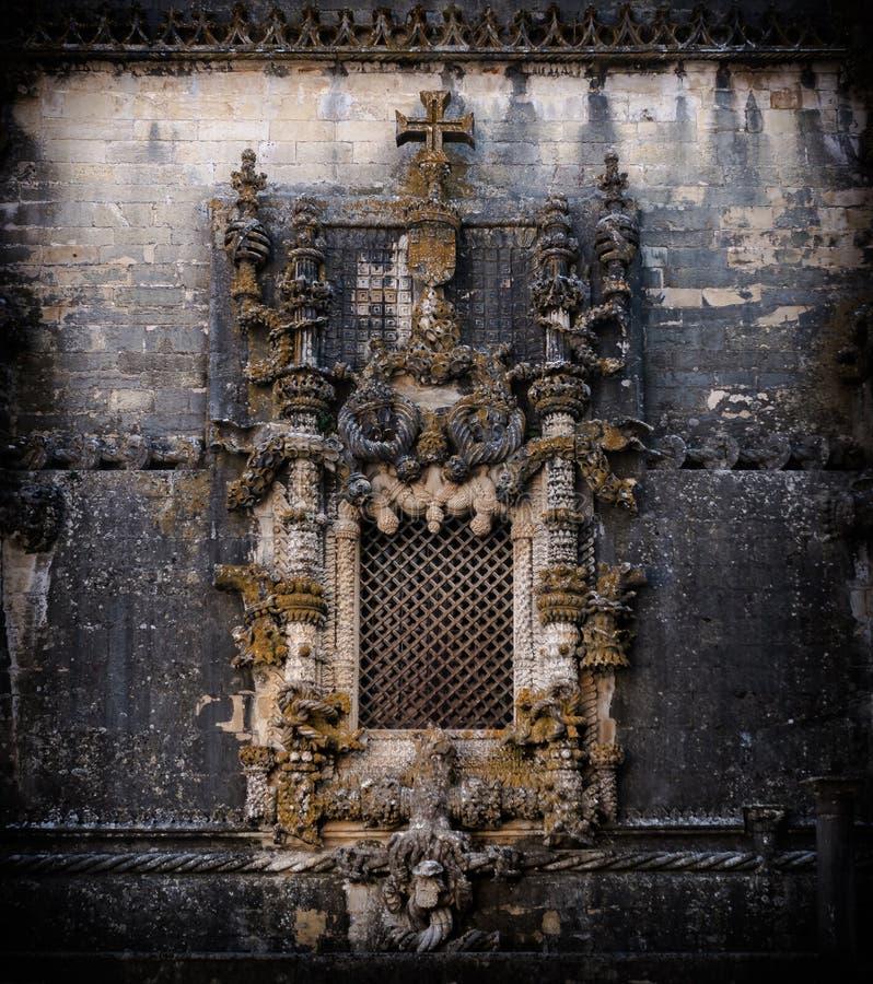 Het detail van het Manuelinevenster van het Klooster van Christus stock afbeeldingen