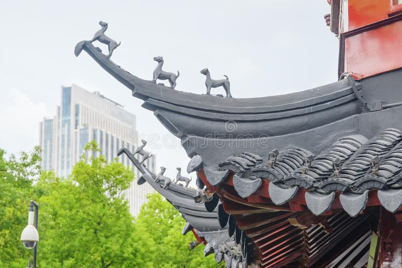 Het detail van traditionele Chinees boog stijgend dak, Shanghai stock foto's