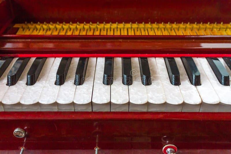 Het Detailsleutels van het harmoniuminstrument royalty-vrije stock afbeelding