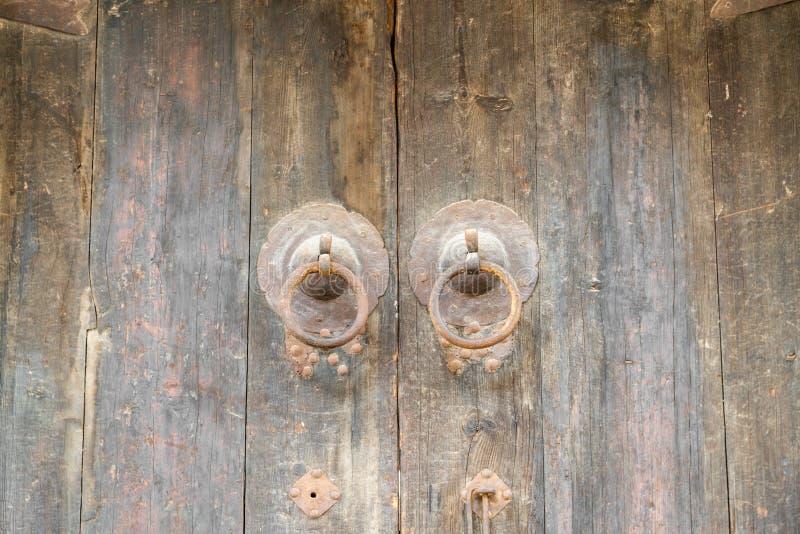 Het deurhoofd op de poort van oude Chinese woonplaats royalty-vrije stock foto