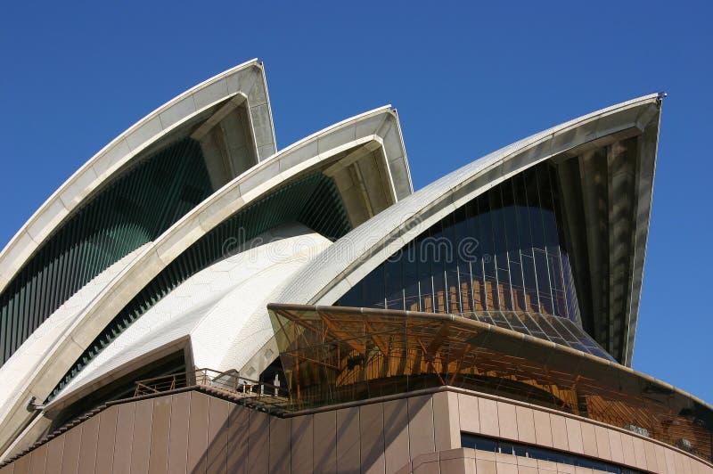 Het dichte omhooggaande dak van Sydney Opera House stock afbeeldingen