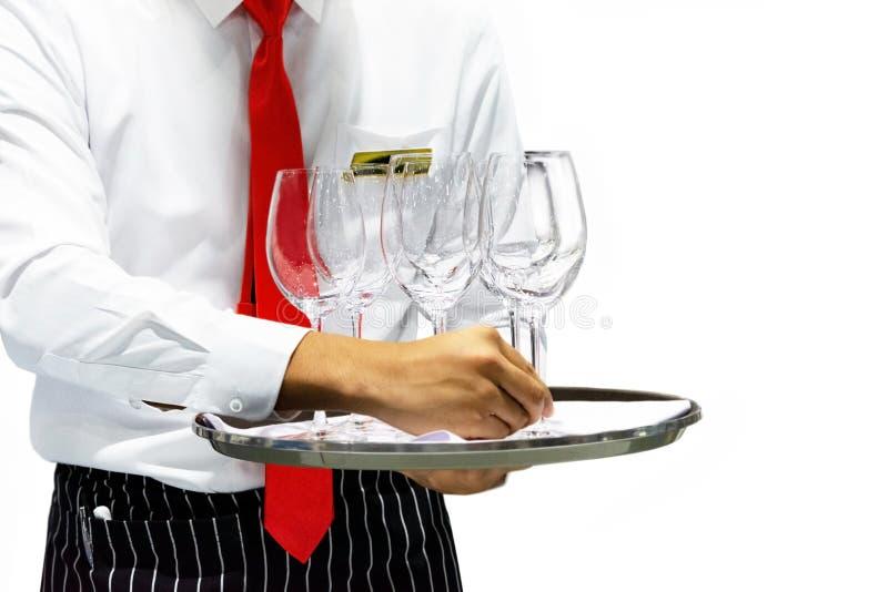 Het dienblad van de kelnersholding met glazen wijn op witte achtergrond, Serveerster het dienen stock afbeelding
