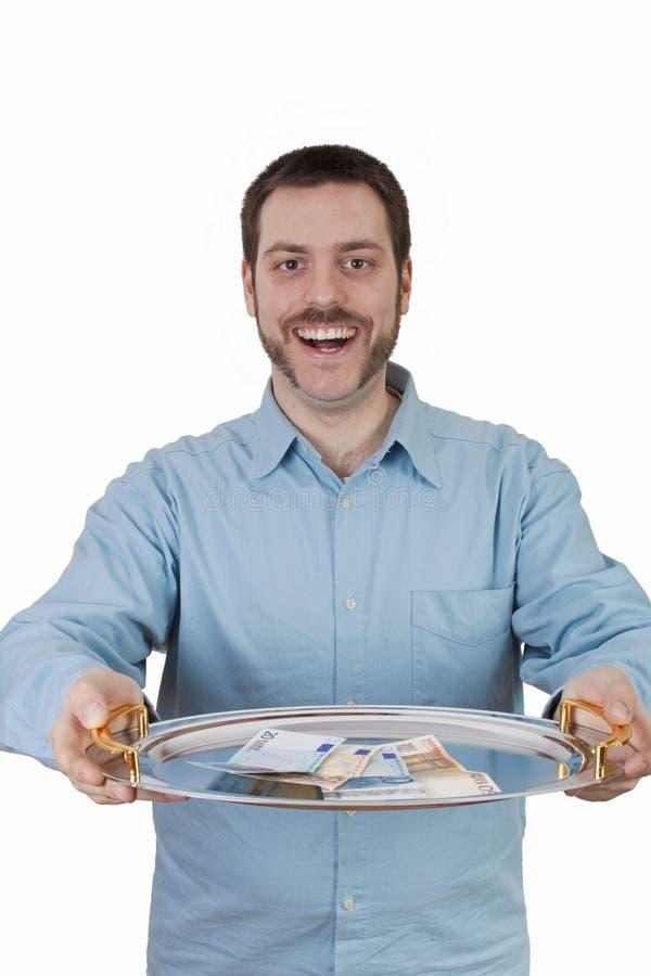 Het dienende geld van de mens op een plaat stock foto's