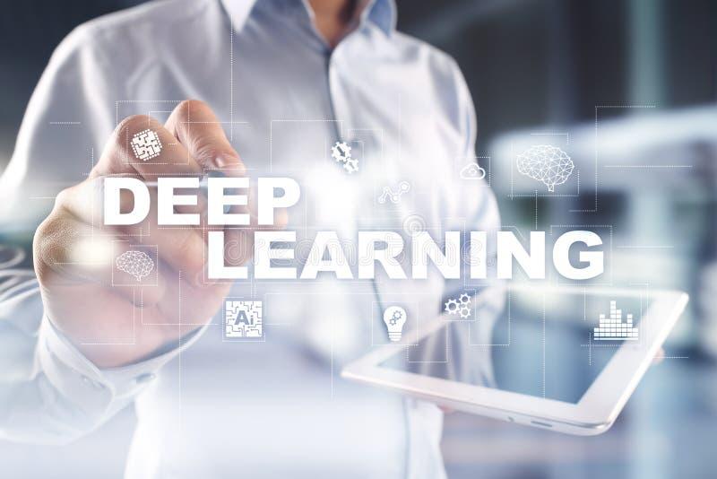 Het diepe machine leren, kunstmatige intelligentie in slimme fabriek of technologieoplossing royalty-vrije stock afbeeldingen