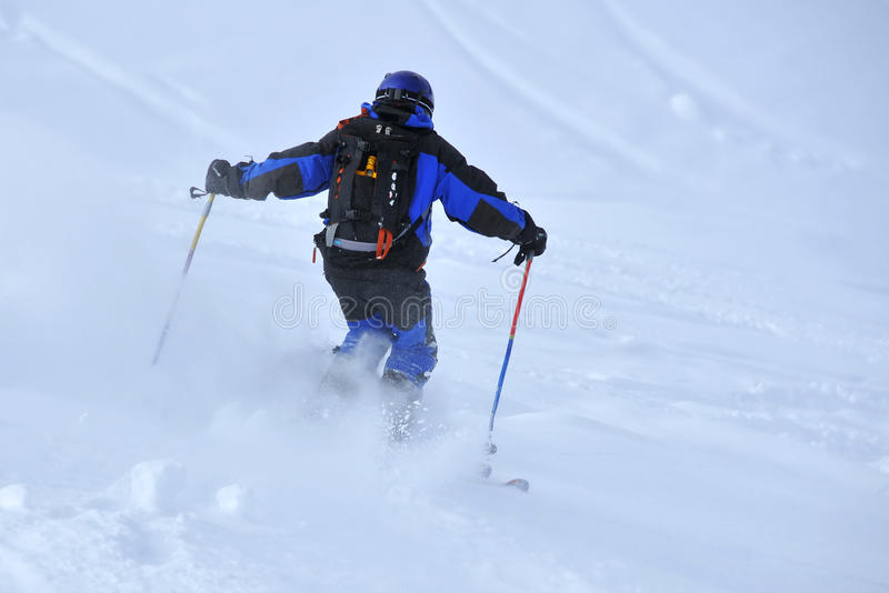 Het diepe poeder skiån royalty-vrije stock fotografie