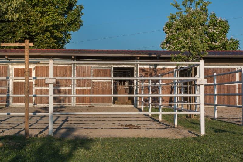 Het dier drijft Landbouwbedrijf bijeen: Gebied voor Paarden stock foto's