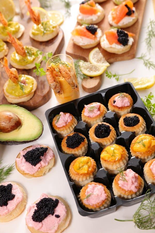 Het dineren buffet royalty-vrije stock afbeeldingen