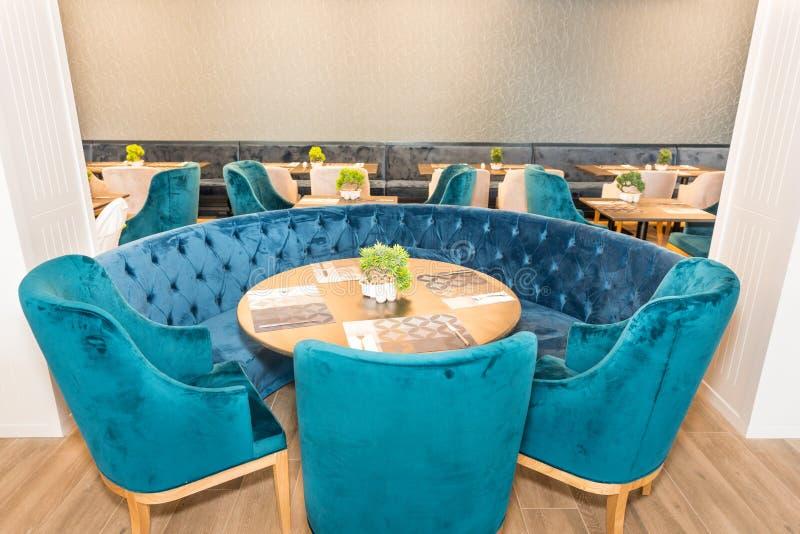Het dineren gebied in het restaurant van het vijfsterrenhotel in Pomorie, Bulgarije stock foto