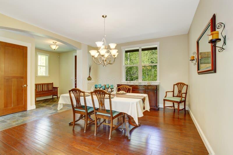 Het dineren gebied in oud huis royalty-vrije stock afbeeldingen