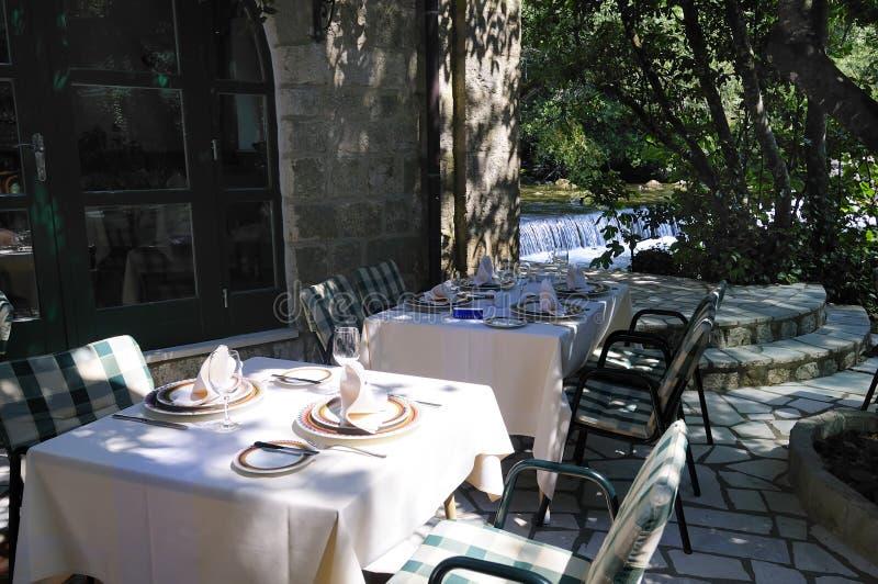 Het dineren gebied van restaurant stock afbeelding