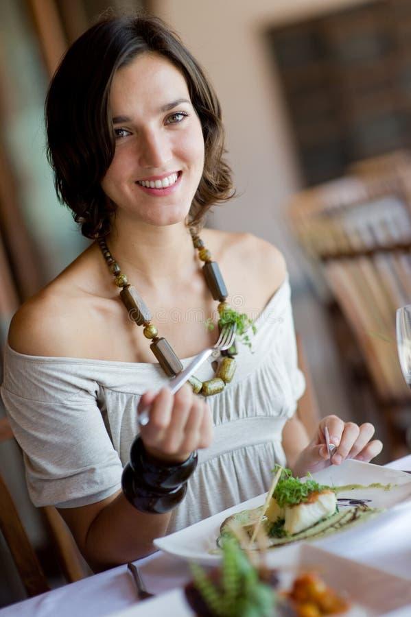 Het Dineren van de vrouw stock fotografie