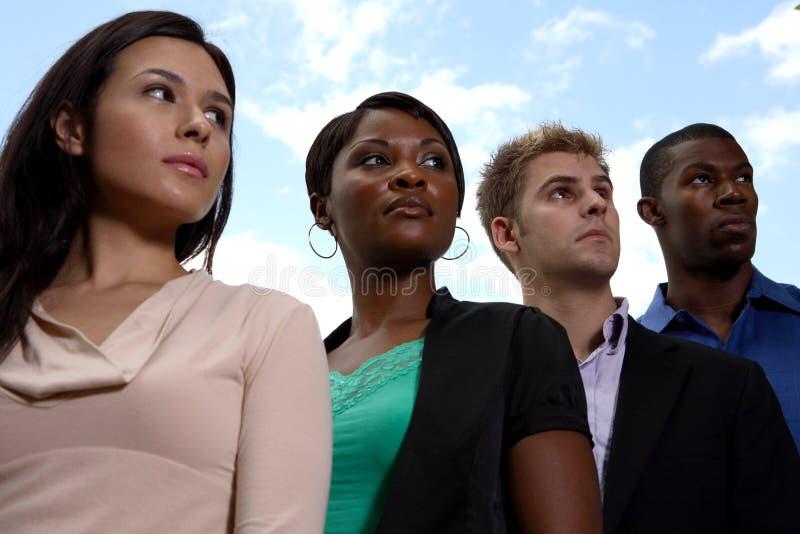 Het diverse commerciële team kijken royalty-vrije stock foto