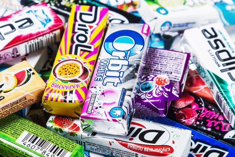 Het diverse merk kauwen of kauwgom royalty-vrije stock foto's
