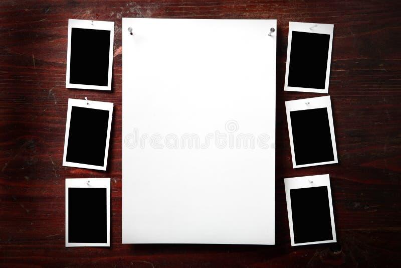 Het document van de foto maakt aan kabel met wasknijpers vast stock afbeeldingen