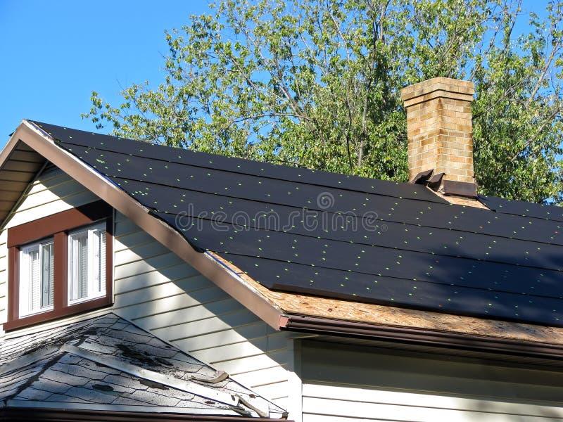 Het document van de teer op een dak stock foto
