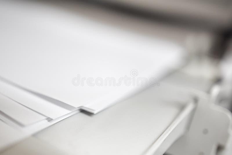Het document van laserjet digital printer printing stock afbeeldingen