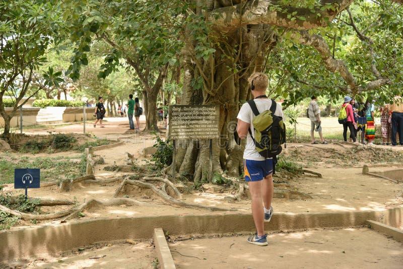 Het Dodende Gebied van Choeung Ek van het toeristenbezoek stock fotografie