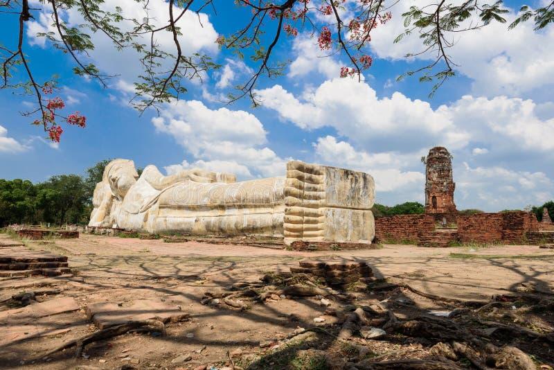 Het doen leunen van het standbeeld van Boedha in Ayuttaya, Thailand royalty-vrije stock foto's
