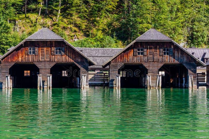 Het dok door meer Obersee, het Nationale Park van Konigsee, Beieren, Duitsland stock afbeeldingen