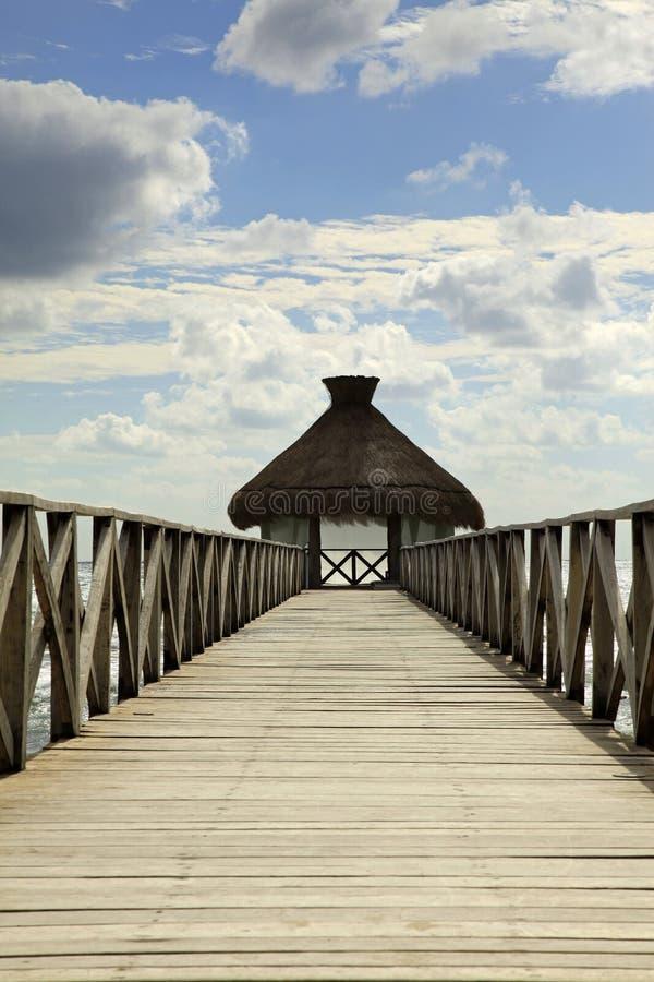 Het Dok en de Hutten in Vidanta Riviera Maya royalty-vrije stock afbeeldingen