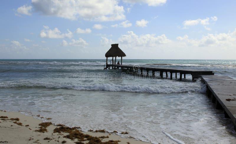 Het Dok en de Hutten in Vidanta Riviera Maya stock foto