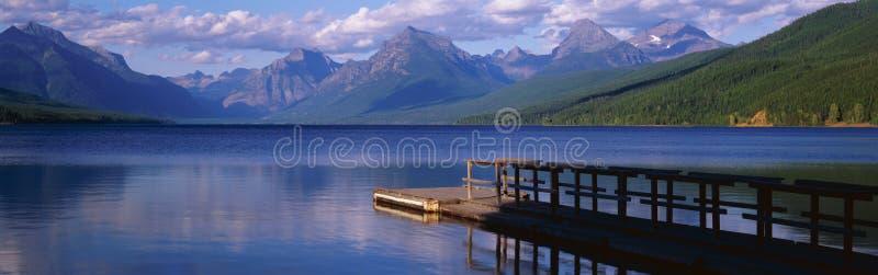 Het dok van de boot bij Meer McDonald royalty-vrije stock foto