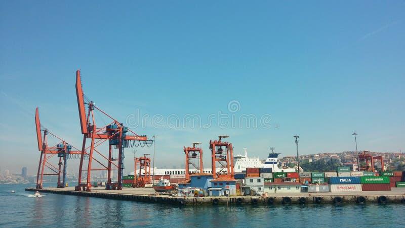 Download Het Dok Van Kadikoyhaydarpasa Redactionele Stock Foto - Afbeelding bestaande uit shipping, istanboel: 54091358
