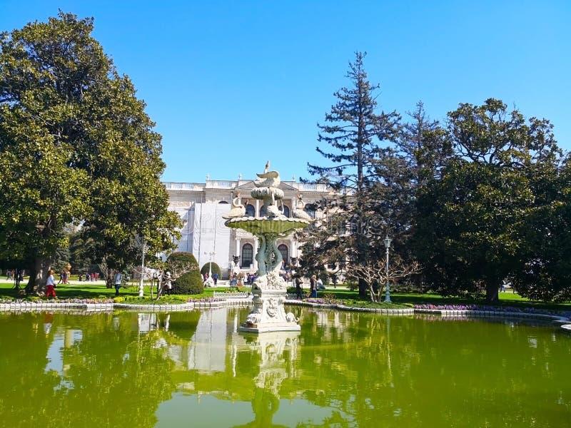 Het Dolmabahce-paleis in Istanboel, 30 Turkije-Maart, 2018: FO royalty-vrije stock afbeeldingen