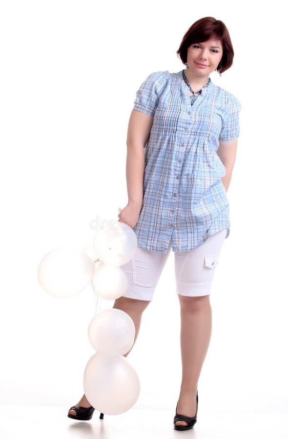 het donkerbruine donkerbruine meisje in blauw chemise met witte ballons royalty-vrije stock foto