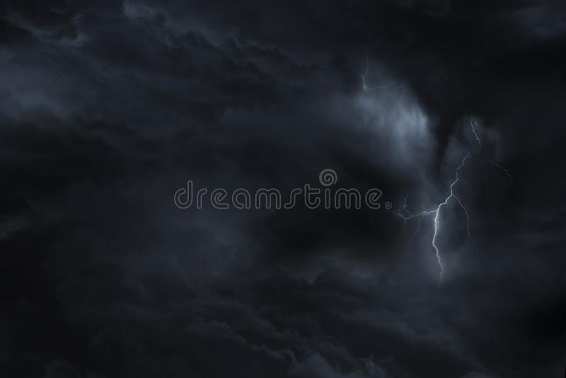 Het donkere Onweer van de Hemelbliksem stock afbeeldingen
