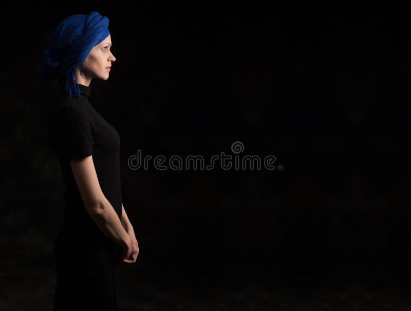 Het donkere profiel van de portretvrouw stock afbeelding