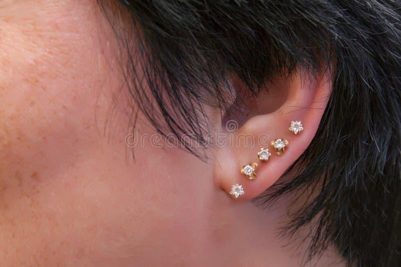 Het doordringen in het oor stock foto