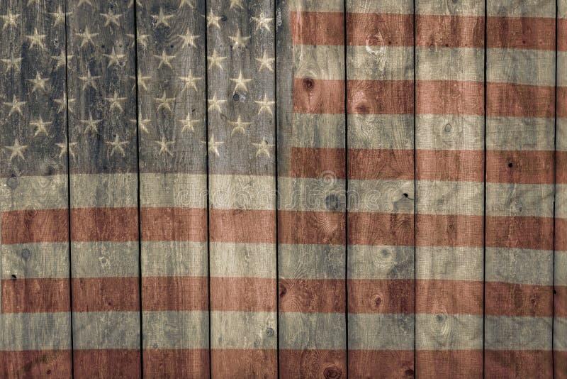 Het doorstane schuur opruimen met langzaam verdwenen geschilderde Amerikaanse vlag royalty-vrije stock foto