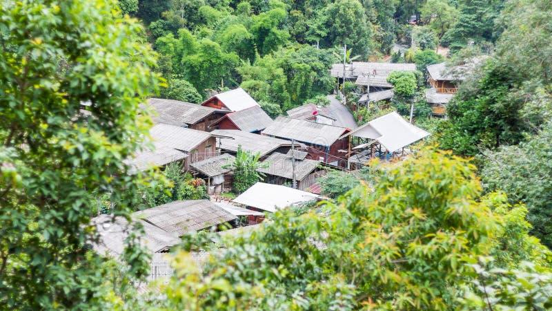 Het dorp in de bergen royalty-vrije stock afbeelding