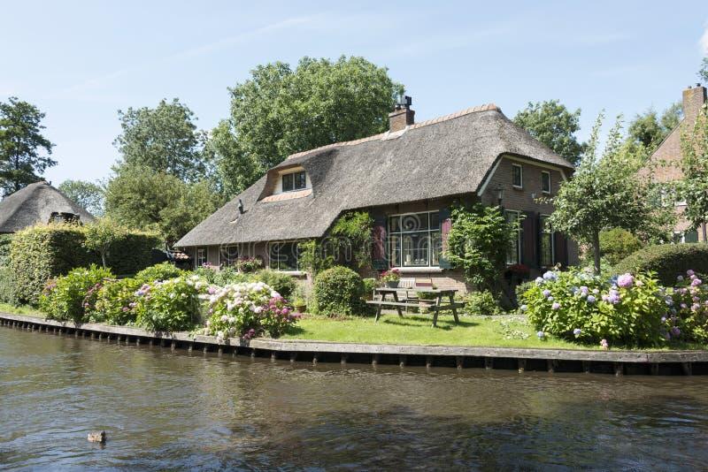 Het dorp giethoorn in Holland stock foto