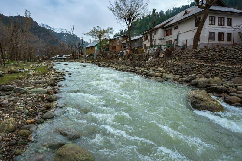 Het dorp Kashmir India Laripora in Pahalgam, dat erkend wordt als een paradijs op aarde stock foto's