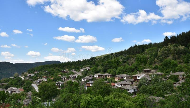 Het dorp Leshten van Bulgarije royalty-vrije stock afbeeldingen