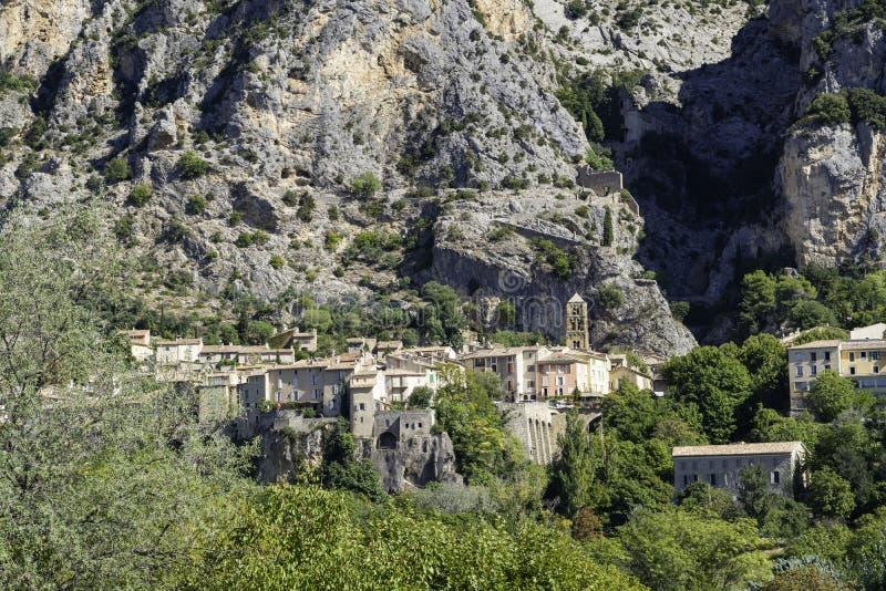 Het dorp Moustiers St Marie, Provence, Provence-Alpes-Cote d& x27;Azur, Frankrijk royalty-vrije stock fotografie