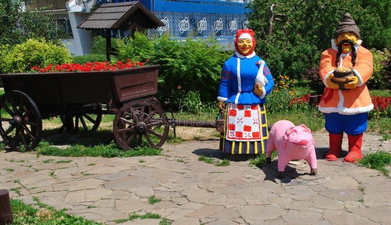 In het dorp op vakantie met grootouders stock afbeeldingen