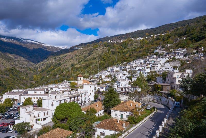 Het dorp van Alpujarraspampaneira in Granada stock afbeeldingen