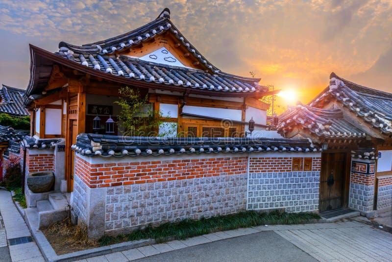 Het Dorp van Bukchonhanok, Traditionele Koreaanse stijlarchitectuur binnen royalty-vrije stock fotografie