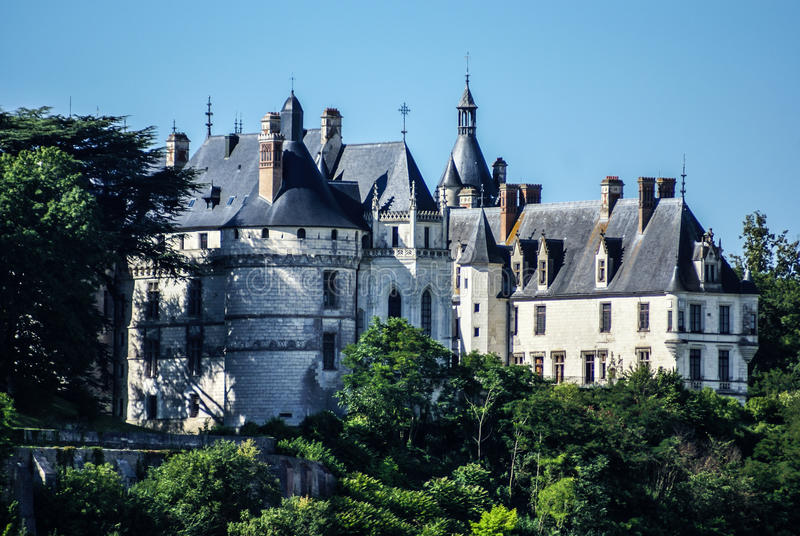 Het dorp van Chaumont sur de Loire en kasteel, Loir-et-Cher, Frankrijk stock afbeeldingen
