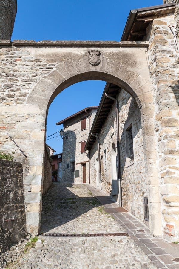 Download Het dorp van Cusercoli stock foto. Afbeelding bestaande uit middag - 39112782