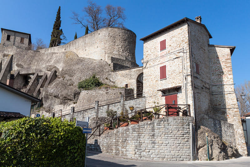 Download Het dorp van Cusercoli stock foto. Afbeelding bestaande uit italië - 39112810