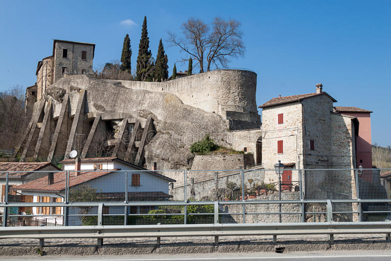 Download Het dorp van Cusercoli stock foto. Afbeelding bestaande uit italië - 39112880